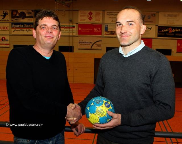 Einigung erfolgt: Der Kuchenheimer Abteilungsleiter Alexander Müller (l.) und der künftige Coach Adam Wudniak.