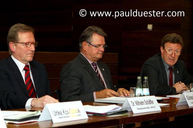 Staatssekrkretär Dr. Schäffer, Landrat Günter Rosenke und Manfred Poth.