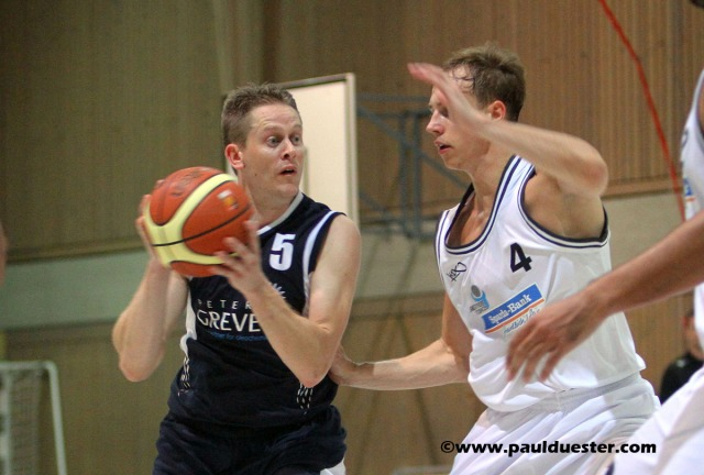 Markus Hallgrimson (am Ball) und die ErftBaskets Euskirchen sind am Freitag zu Gast bei der BG Hagen.