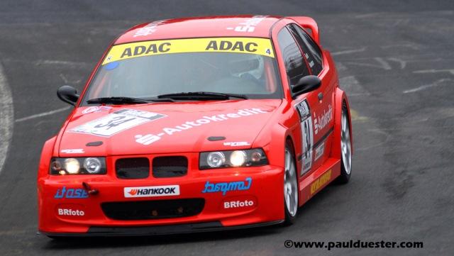 Herbert Neumann/Stephan Reuter von der RSG Schönau auf ihrem BMW 318 ti Compact wollen den Klassensieg holen.